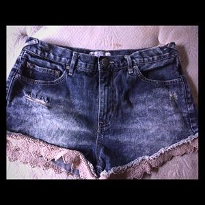 Free people size 28 distressed shorts